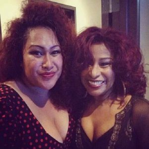 Bella Kalolo backstage in Sydney with Chaka Khan